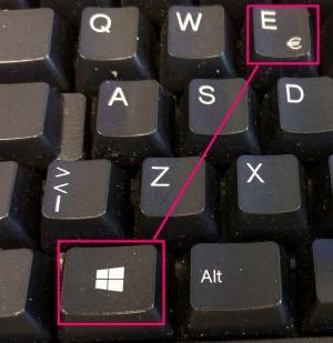 Windows näppäin ja E-näppäin.
