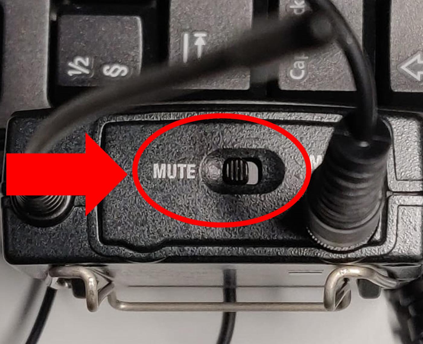 Lähettimessä oleva Mute-painike.