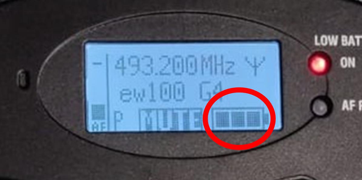 Mikrofonin näyttö, jossa näkyy virran määrä.